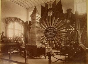Витрина с изделиями Верхне-Исетских заводов (графини Стенбок-Фермор) в горнозаводском отделе выставки.