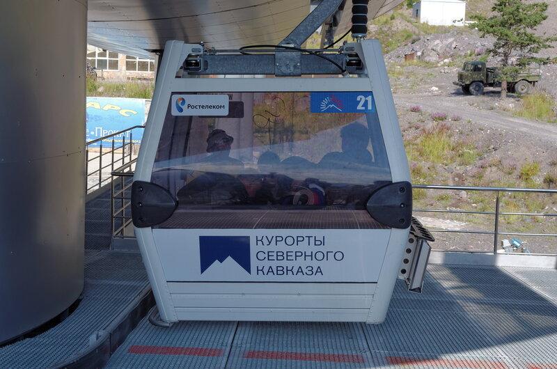 Новые кабинки канатной дороги - рядом со старой советской веткой построили новую импортную