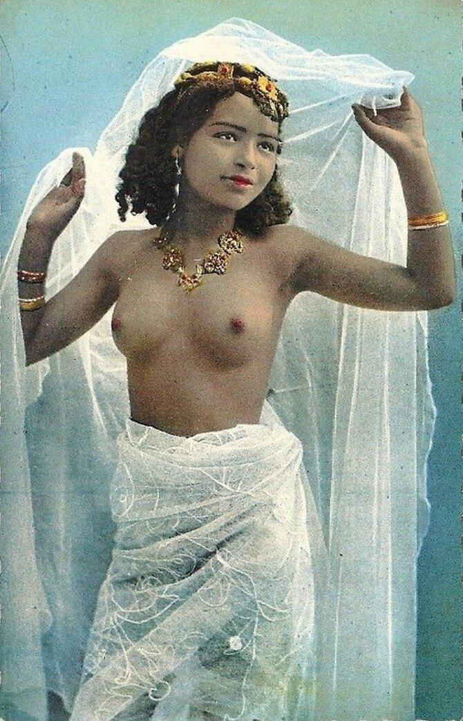 1910-е. Исполнительница танцев живота