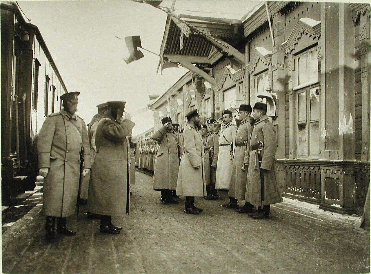 02. Император Николай II принимает рапорт полков по прибытии на смотр