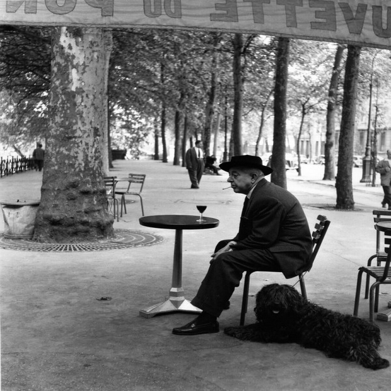 1955. Жак Превер и его собака