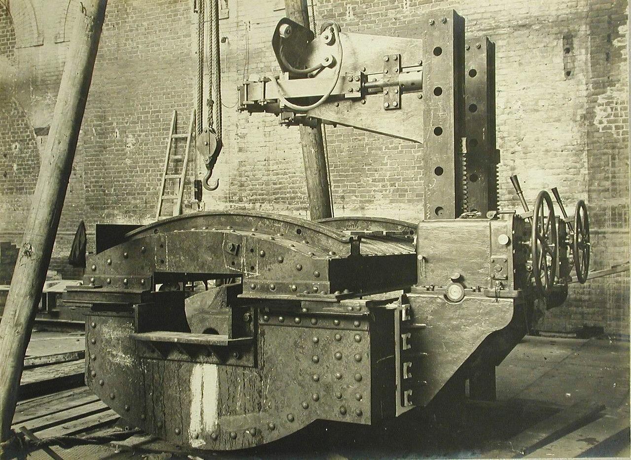 13. Общий вид станины печи, установленной в одном из цехов завода. 20 октября 1909
