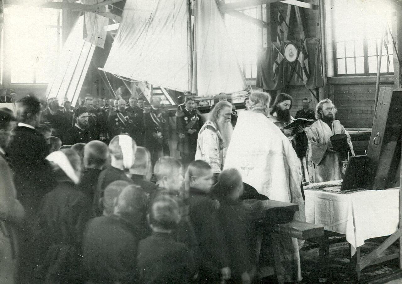 36. Молебен на заводе в день спуска военного корабля