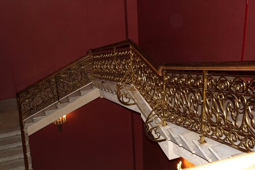 Лестница на 1-й этаж