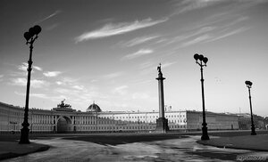 Утро на Дворцовой площади  (Александровская колонна, Дворцовая площадь, монохром, Петербург, утро, фонарь)