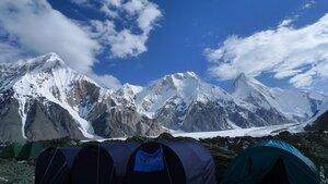 вид на хребет Тенгри-Таг из лагеря