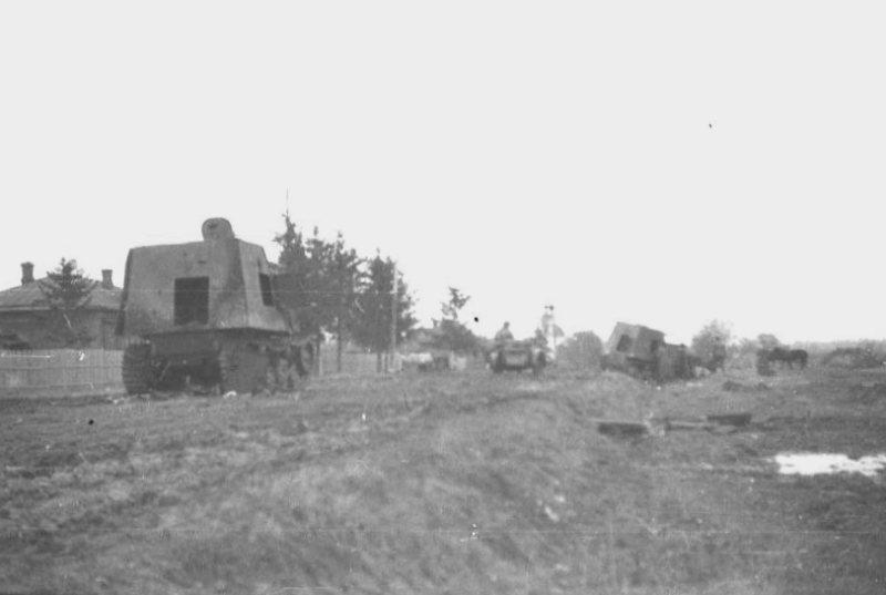 Подбитые бронетрактора ХТЗ-16. Осень 1941 года.