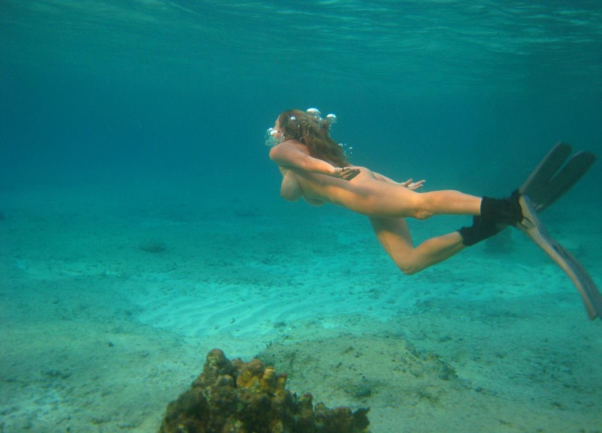 Эротика подводное видео онлайн также