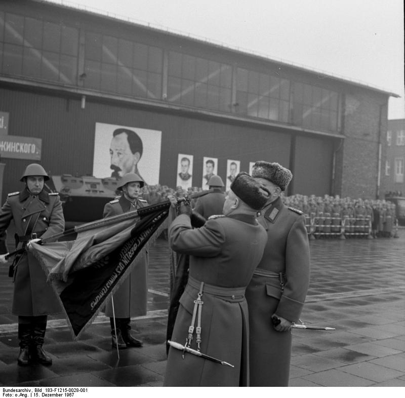 Berlin, Namensverleihung an Wachregiment