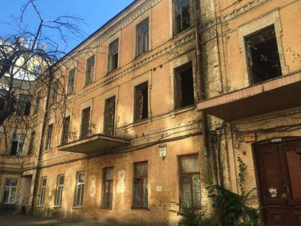 """""""Спасите уникальное здание!"""": Компания, подконтрольная Табачнику, уничтожает памятник архитектуры (фото)"""