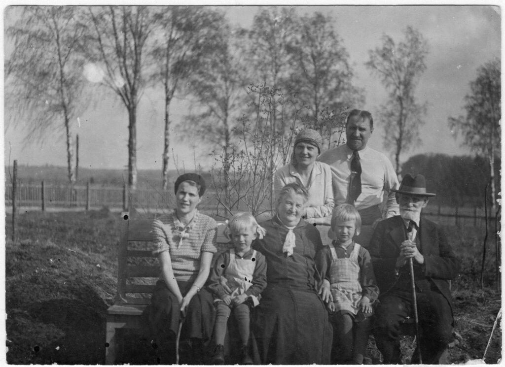 И.П. Павлов с семьей в Колтушах