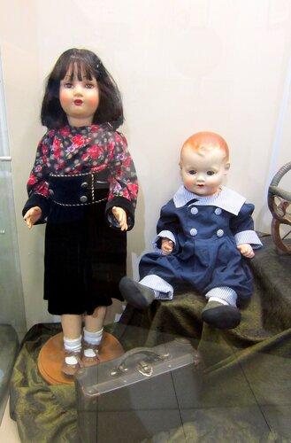 Кукла и пупс.