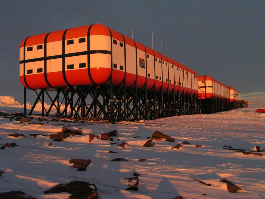 1. Перед отправкой для работы на Антарктиду, вам придется удалить зубы мудрости и аппендикс Даже есл