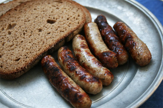 6. Нюрнбергские колбаски Потребуется свинина грубого помола, хорошо сдобренная специями, основу кото