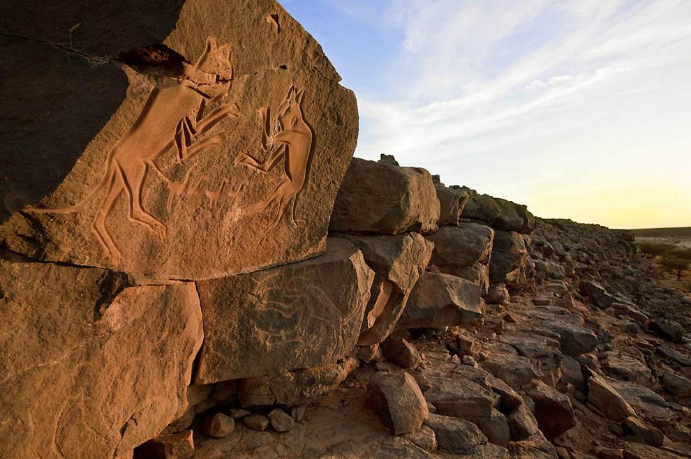 7. Наскальные рисунки в Вади-Метхандуш, некоторым из которых около 12 000 лет. (George Steinmetz)