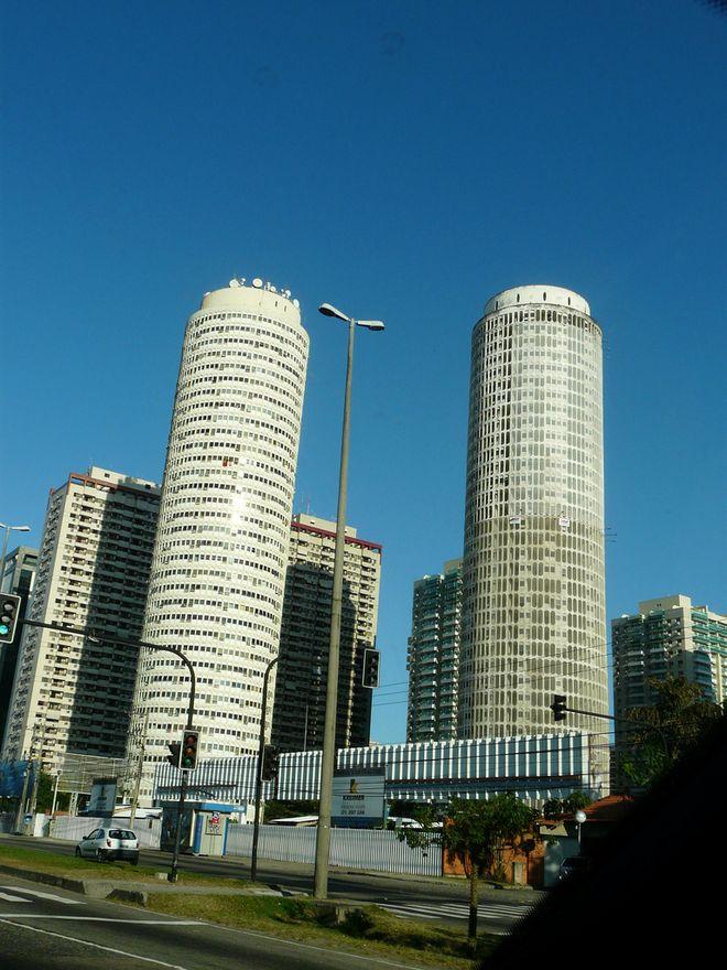 6. Башни Авраама Линкольна, Бразилия В 60-х годах, когда Бразилия переживала расцвет, появились амби