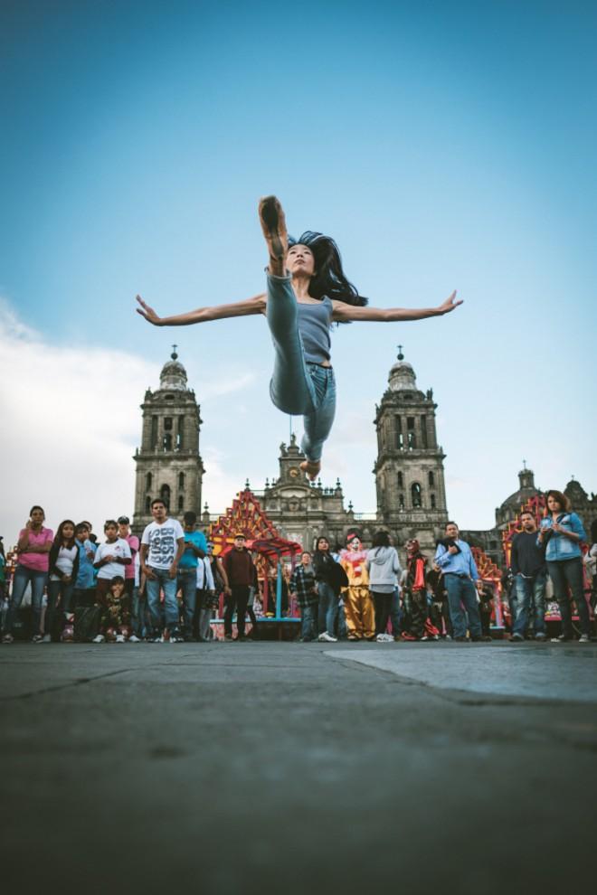 Артисты балета на улицах Мехико приводят в восторг горожан (13 фото)