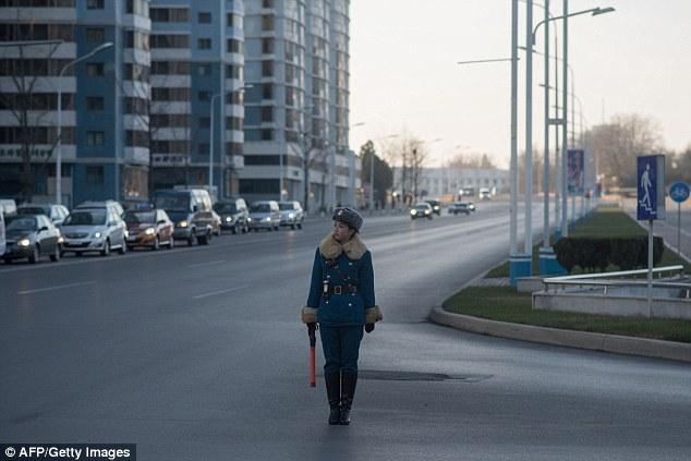 В северокорейскую дорожную полицию выбирают только красивых девушек