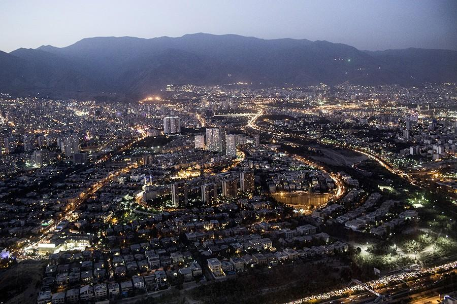 16. Вид на Тегеран с башни Милад.