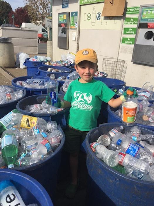 С момента запуска своего стартапа Райан передал на переработку более 22 тонн мусора и 200 тысяч конс