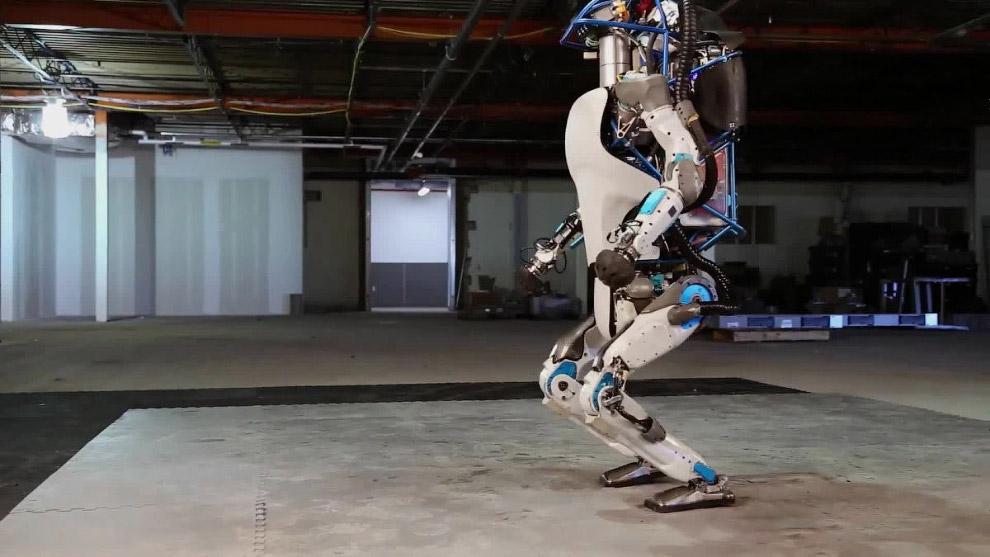 Смотрите видео с ним: Компания Boston Dynamics была куплена корпорацией Google Inc. в декабре 2013 г