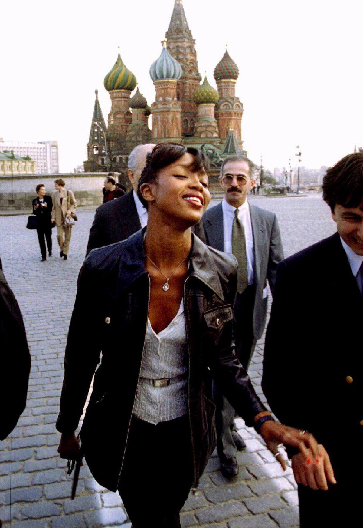 Британская топ-модель Наоми Кэмпбелл на Красной площади, 21 апреля 1995 года.