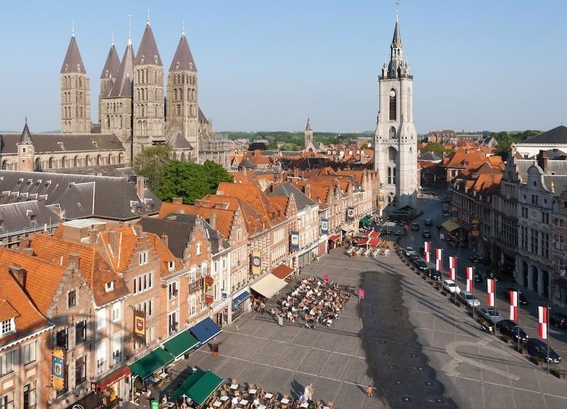 Примерно в часе езды на запад из Брюсселя находится бельгийский город Турней с уникальной историей.