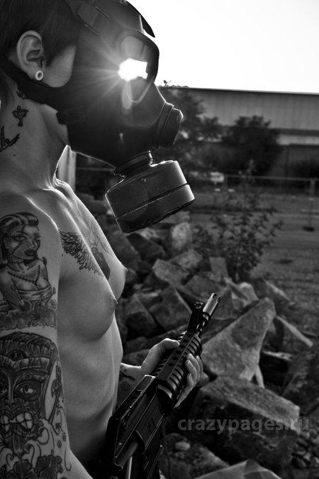 Девушки и оружие (60 фото) 18+
