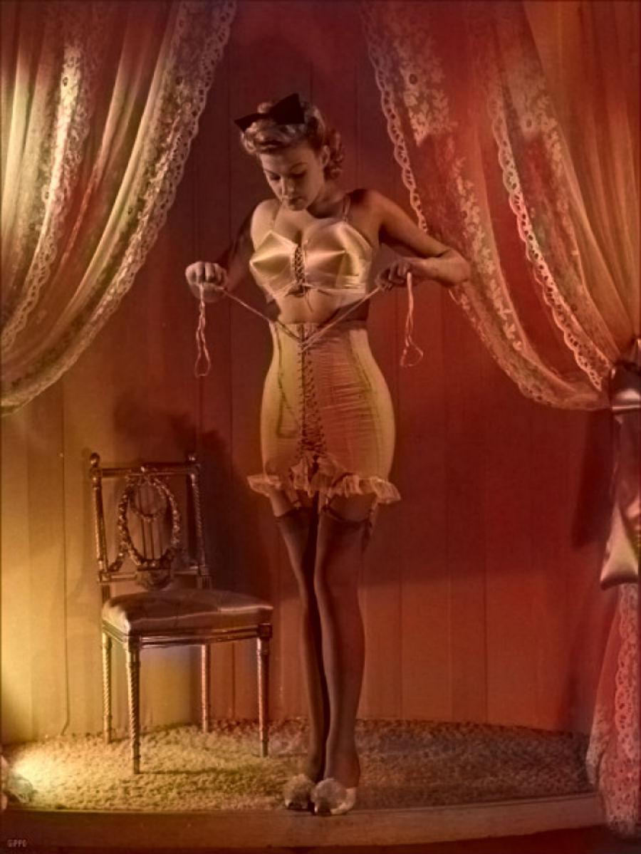 1950-е годы. Кристиан Диор представил свой стиль New Look, отличающийся классическими силуэтами — то