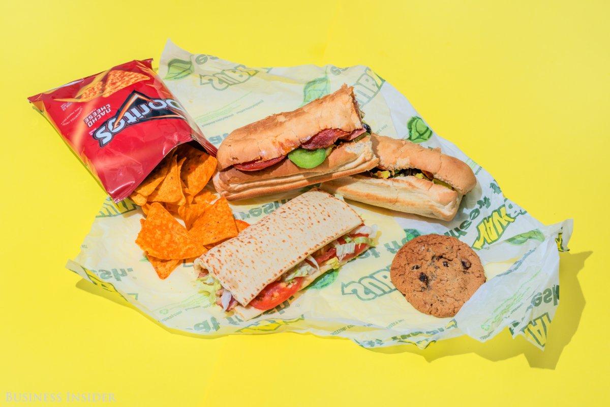 Subway Большой итальянский саб с сыром, шестидюймовая лепешка с беконом, листовым салатом, помидорам