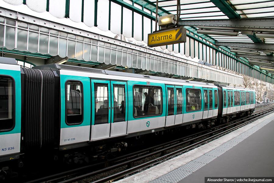 несколько фоток парижского метро... Без билета попасть в метро Парижа сложновато... ) Таких турникет