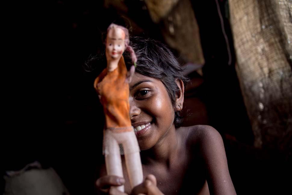 Индия, семейный доход — 80 долларов на взрослого в месяц. Любимая игрушка — сломанная пластмассовая
