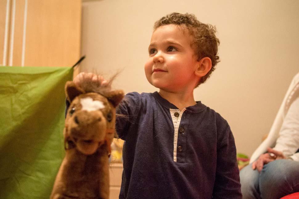 Иордания, семейный доход — 7433 доллара на взрослого в месяц. Любимая игрушка — большая мягкая игруш
