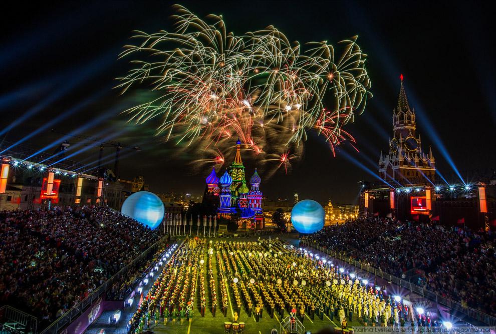 21. Фестиваль «Спасская башня» — ежегодный парад российских и зарубежных военных оркестров, и ф