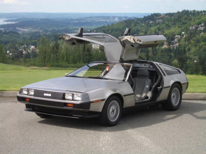 DeLorean DMC-12 Знаковый спортивный автомобиль DeLorean DMC-12, известный большинству в первую очере