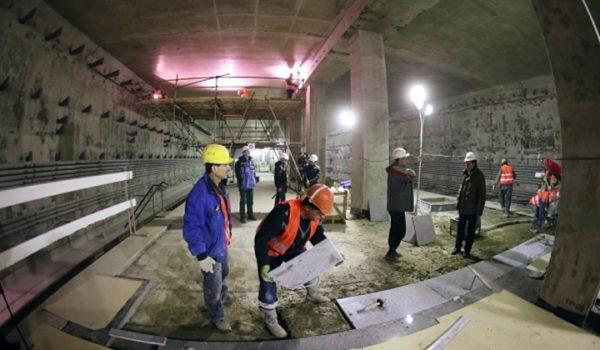 ВМоскве построят станции метро состереопотолком иразноцветной подсветкой
