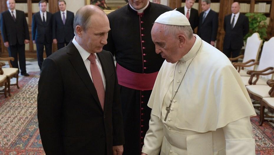 Защитник христианских ценностей: Лукашенко поздравил папу Франциска сюбилеем