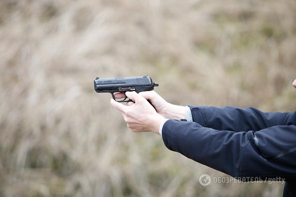 ВЖитомире работник военкомата из-за парковки выстрелил женщине влицо