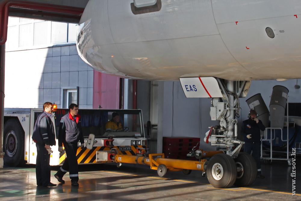 B-757_P4-EAS_Air-Astana_26_ALA_resize.jpg