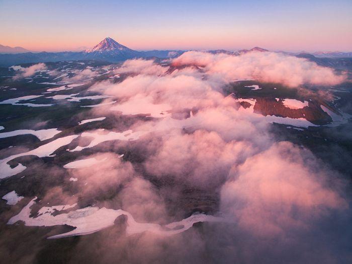 Поднявшись над облаками. Вид на Вилючинскую сопку с беспилотника.