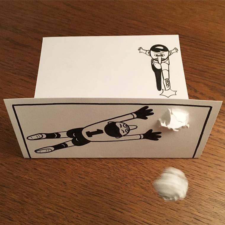 Il transforme de simples feuilles de papier en amusantes mises en scene en 3D