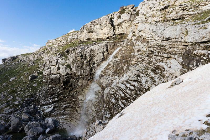 водопад Romiovrisi в горах Пинд