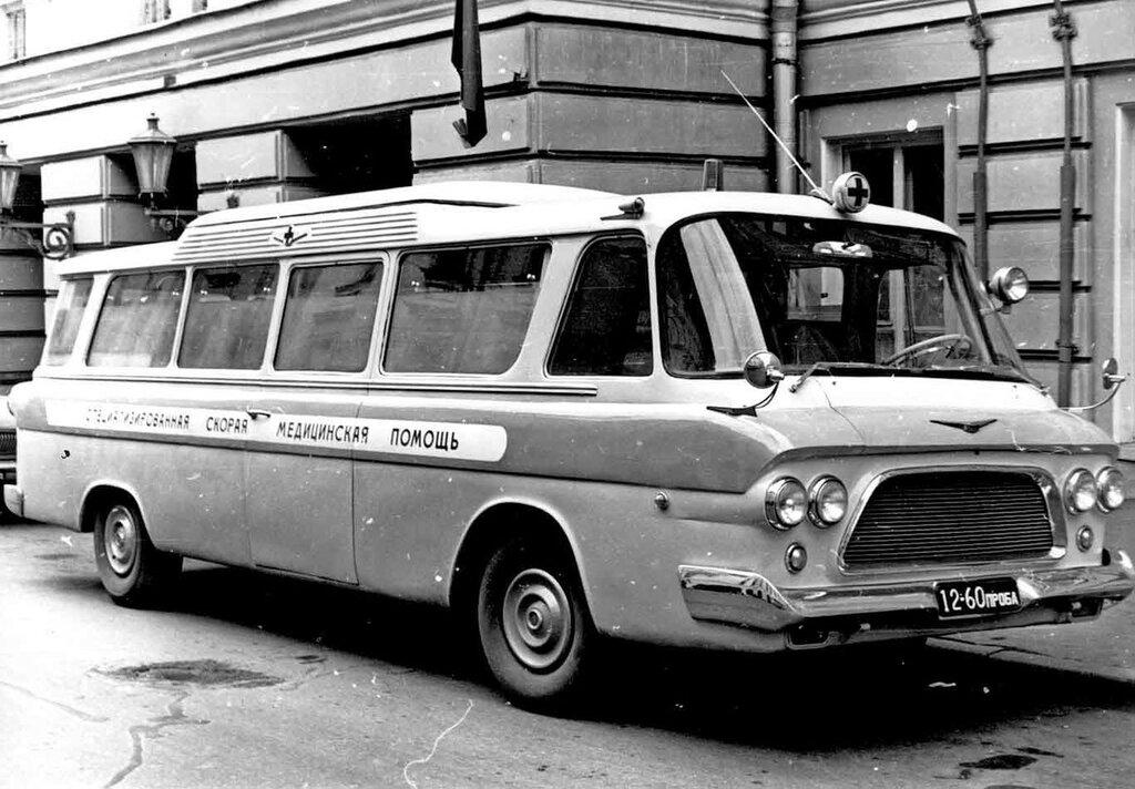 1965-zil-118a-junost-ambulance ZIS-152..jpg