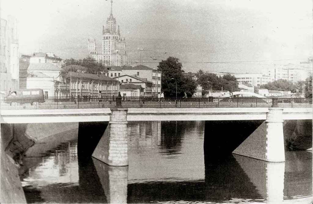 Чугунный мост А. Рубинин.jpg