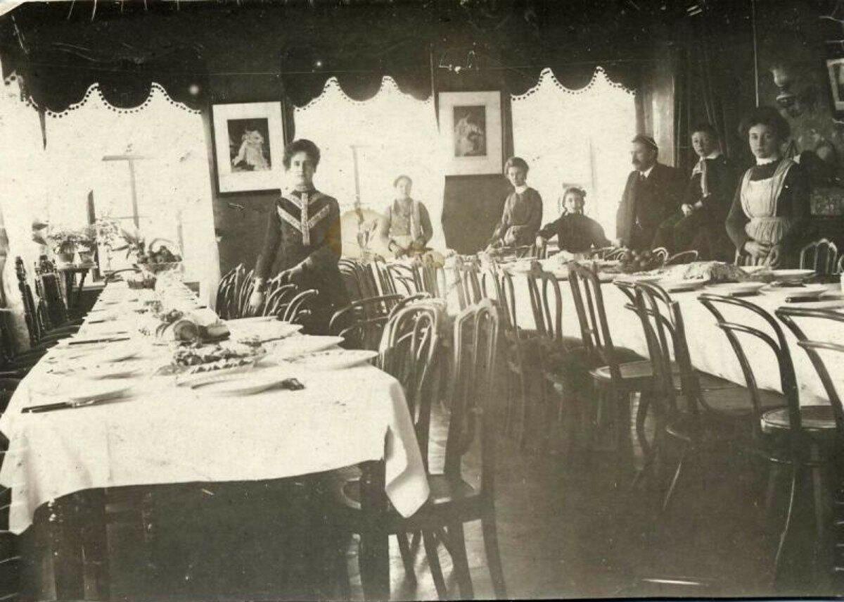 1900-е. Зал перед праздником. Кондрово. Калужская губ.