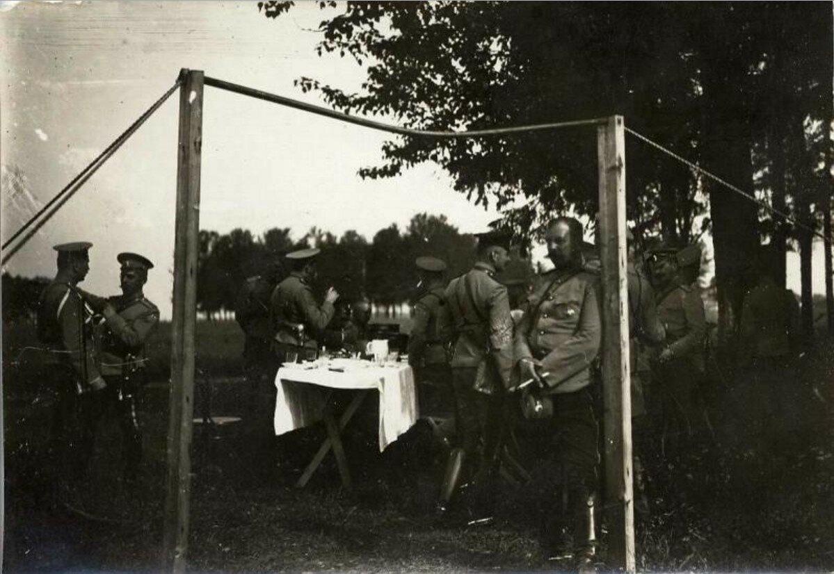 1910. Офицерский фуршет