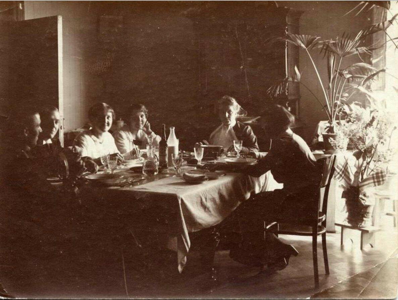 1914.Обед в Михайлово