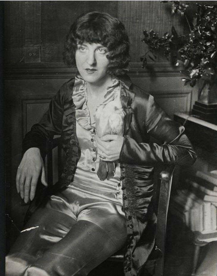 1930. Клайре Голл