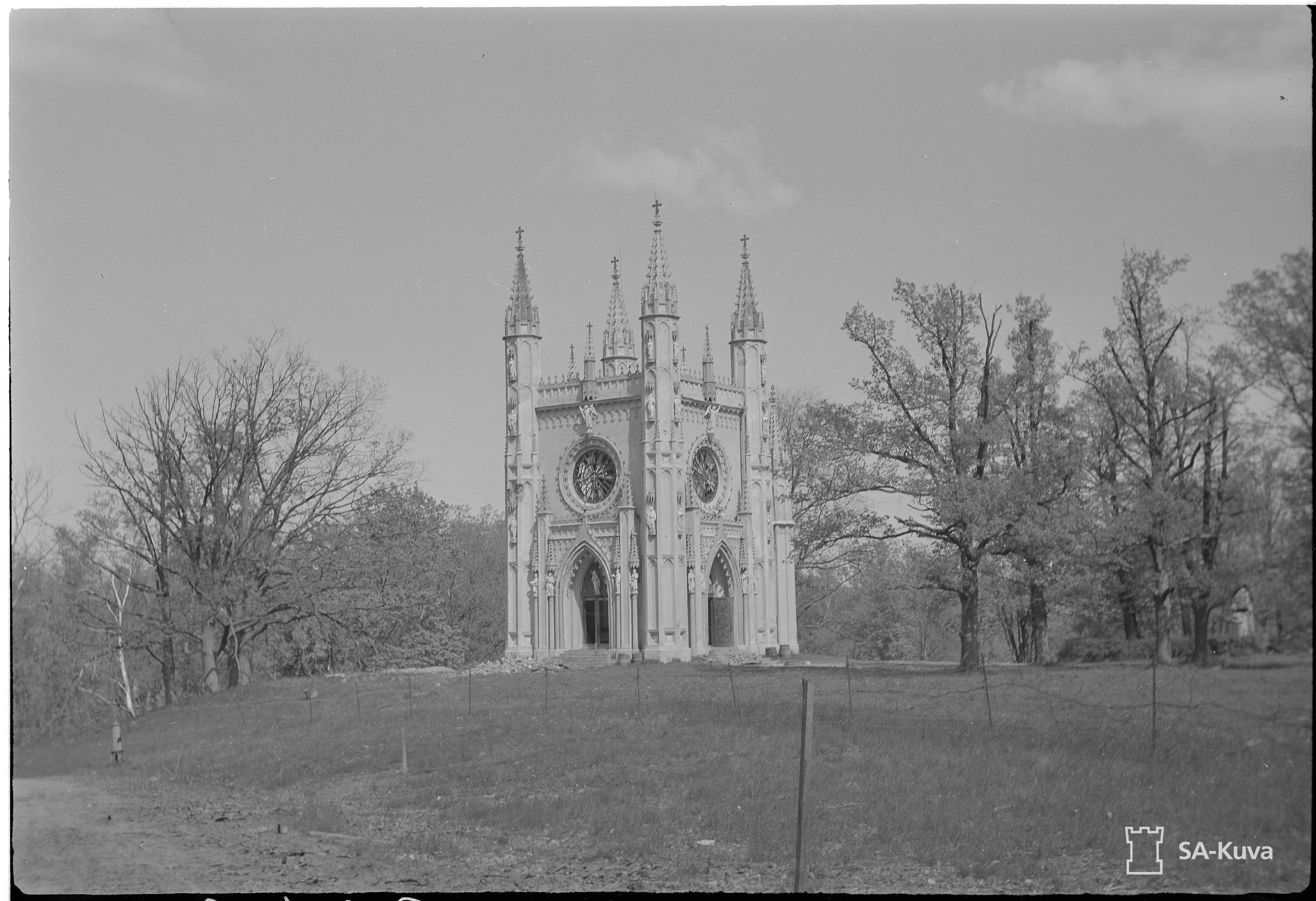1942. Готическая капелла