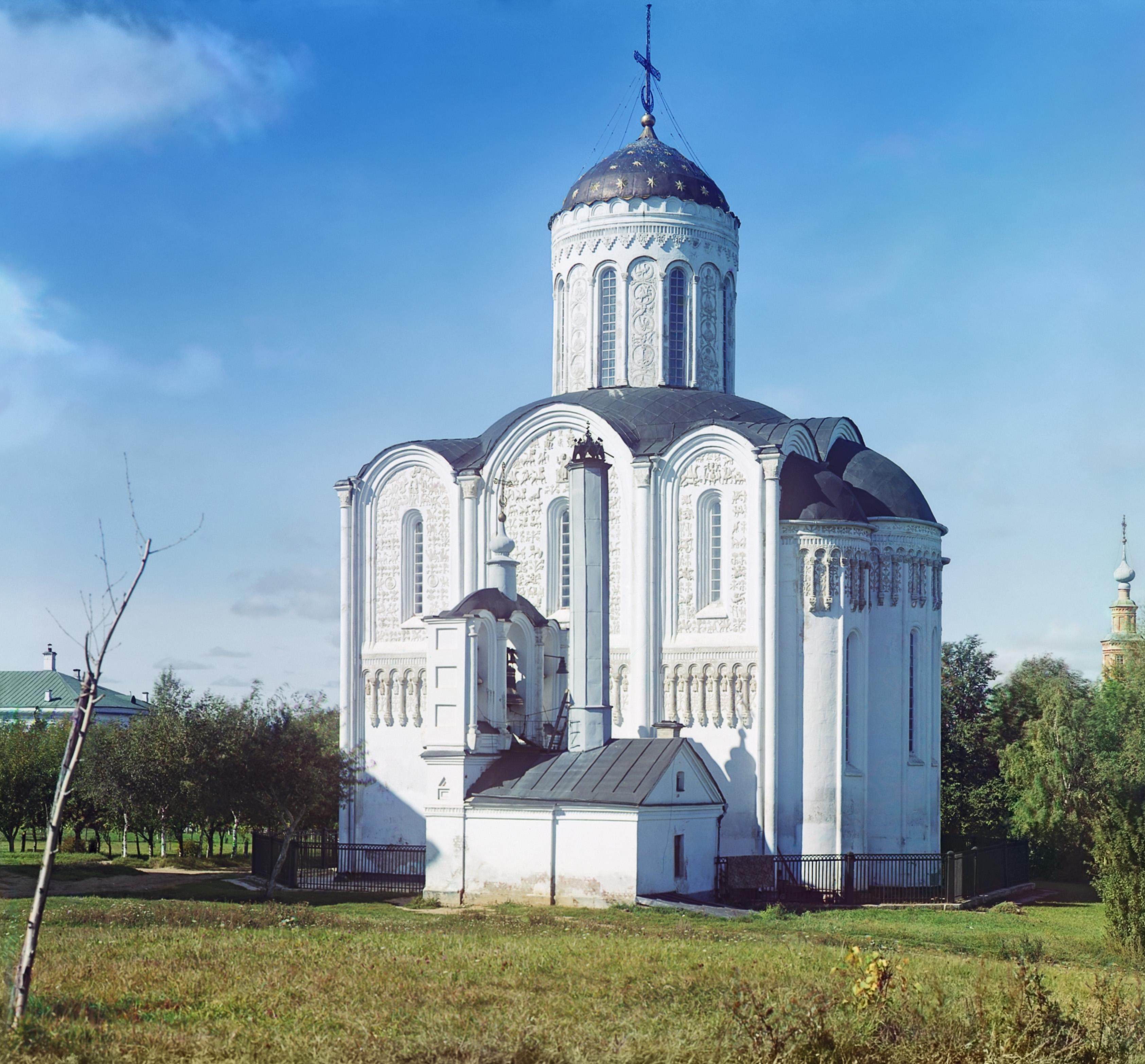 Дмитриевский собор с юга